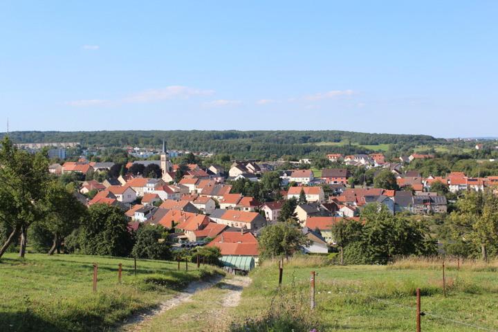 Très belle ville typique et vallonnée de Moselle.
