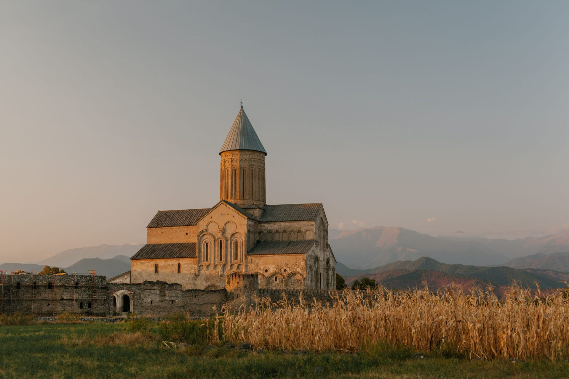 Monastère dans la campagne.