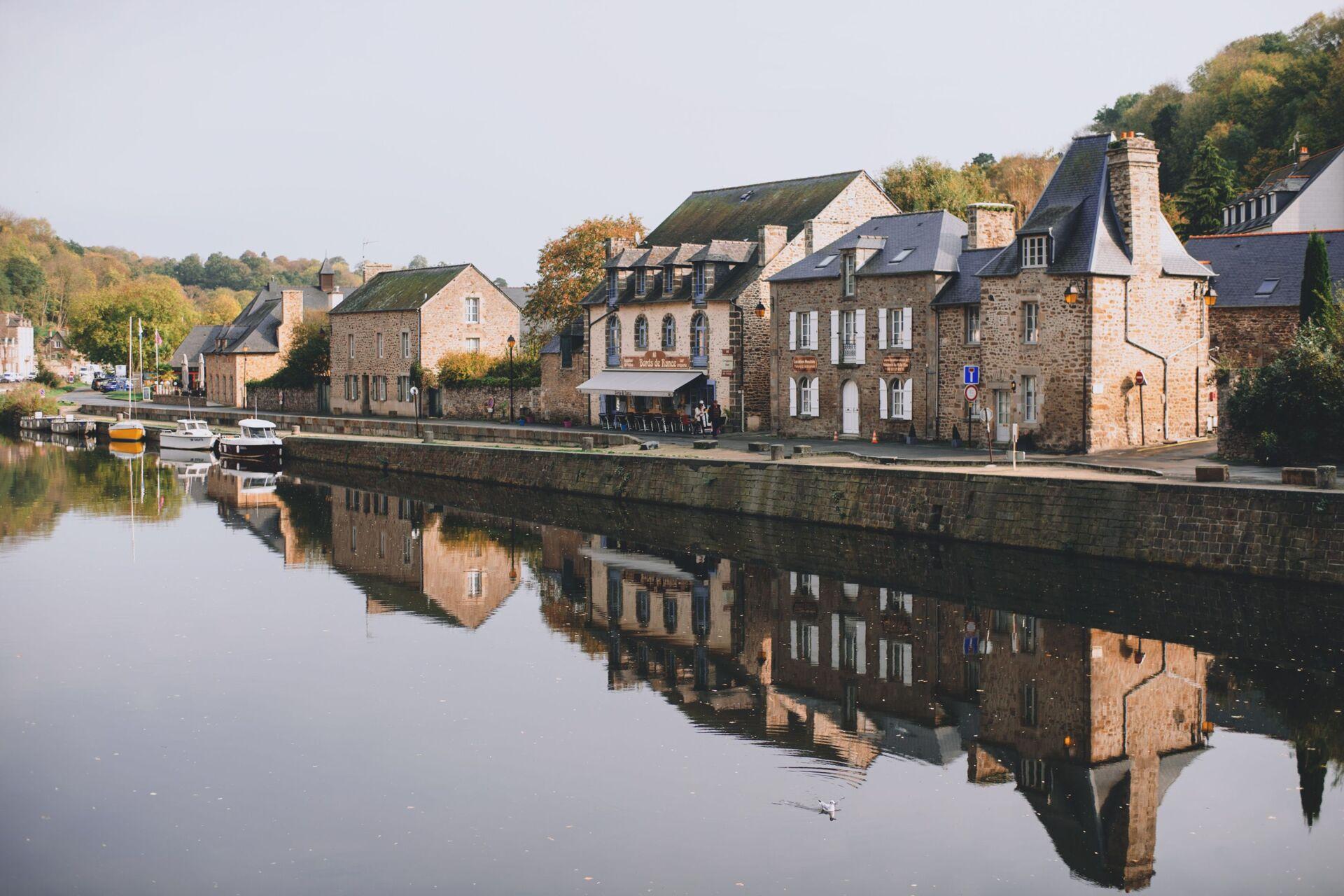 Village en bord de rivière
